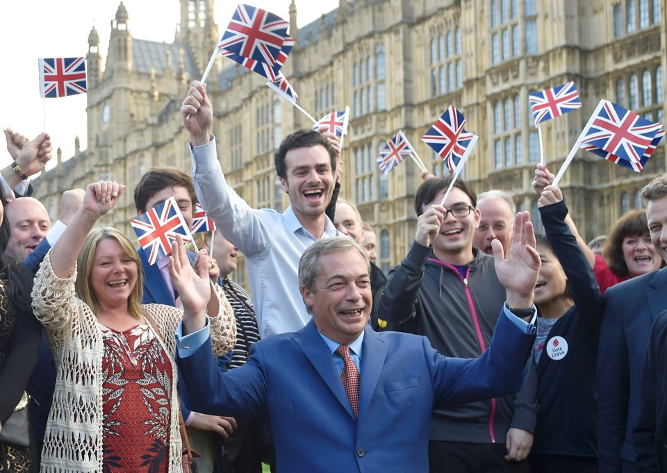 Nigel Farage, the leader of the United Kingdom Independence Party (UKIP), makes a statement after Britain voted to leave the European Union in London, Britain, June 24, 2016.   REUTERS/Toby Melville - RTX2HYFB