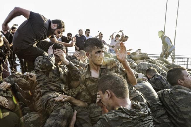 Kupforsøg 15:7 islamister lyncher soldater Tyrkiet 2016