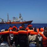 Bådmigranter i Middelhavet truede deres redningsmænd på livet
