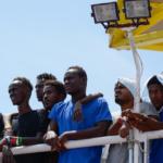 Fransk politi samler migranter op ved grænsen og sender dem tilbage til Spanien i busser