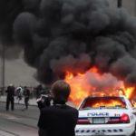 Når politibiler brænder står medierne for tur, men journalisterne forstår det ikke